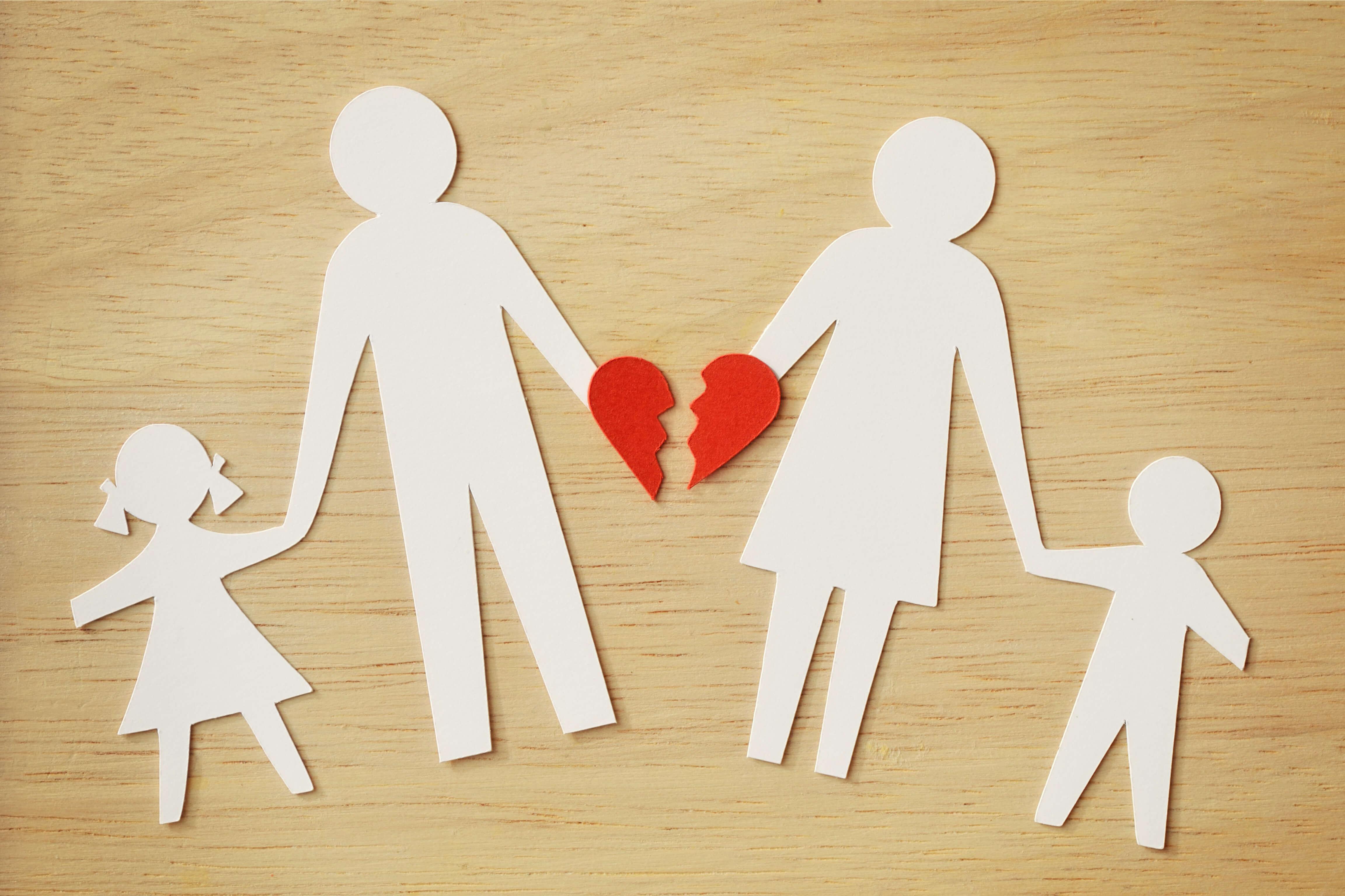 Broken family paper cut figures